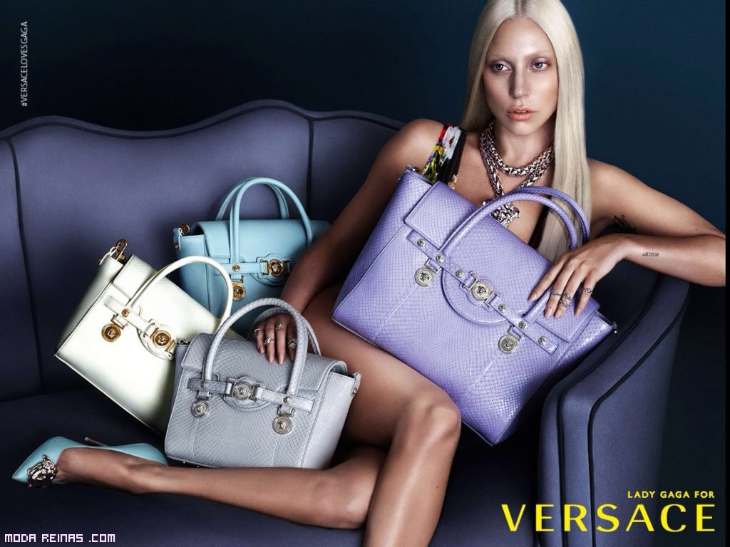 Bolsos de colores Donatella Versace