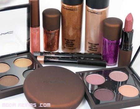 colección de maquillaje en tonos marrones