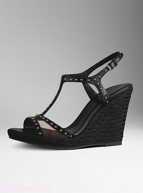 sandalias con tachuelas a la moda