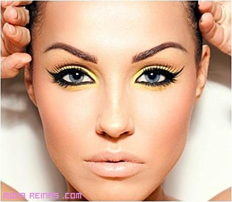 delineadores en color amarillo de moda
