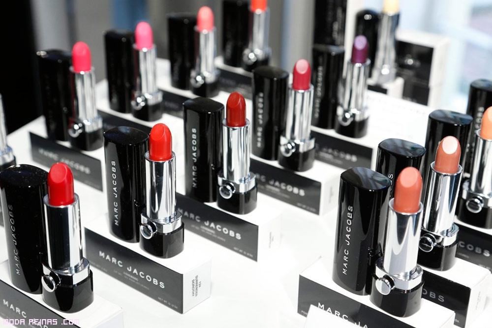 barras de labios en colores vibrantes