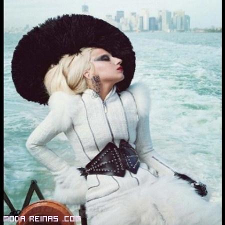 Lady Gaga se desnuda en una revista