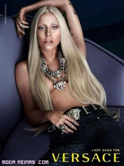 Lady Gaga con pantalones Versace