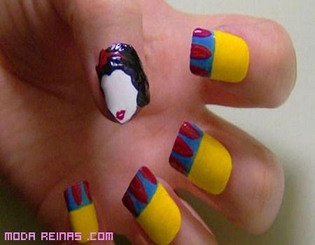 Uñas con dibujos de colores