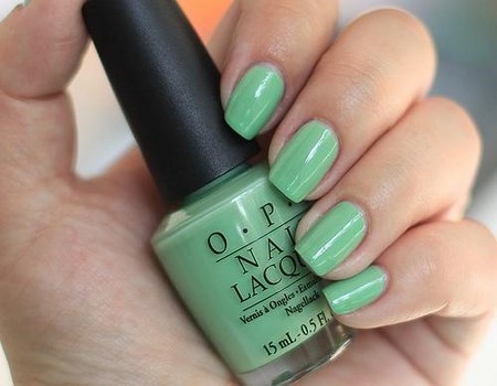 Manicura en color verde