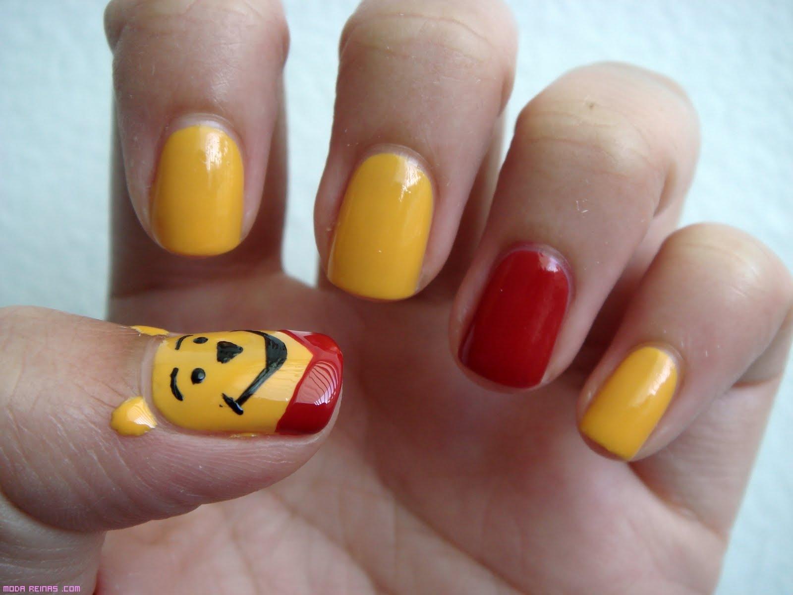 Uñas en amarillo