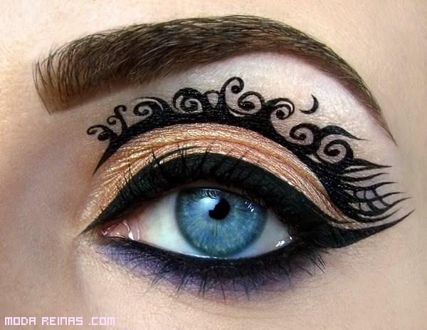 maquillaje con delineador negro