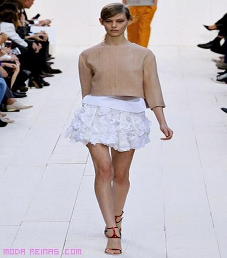 Minifaldas con adornos florales