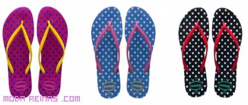 sandalias de colores estampadas