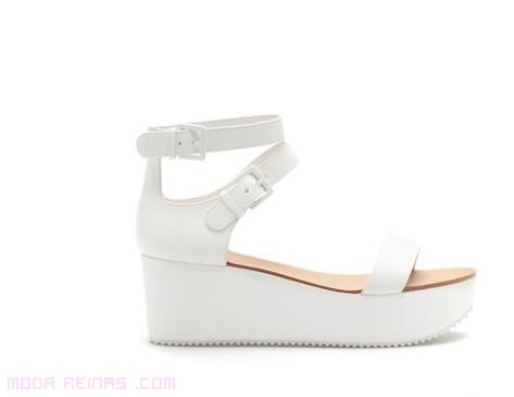 sandalias de goma en color blanco