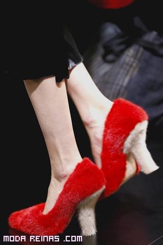 zapatos rojos de moda