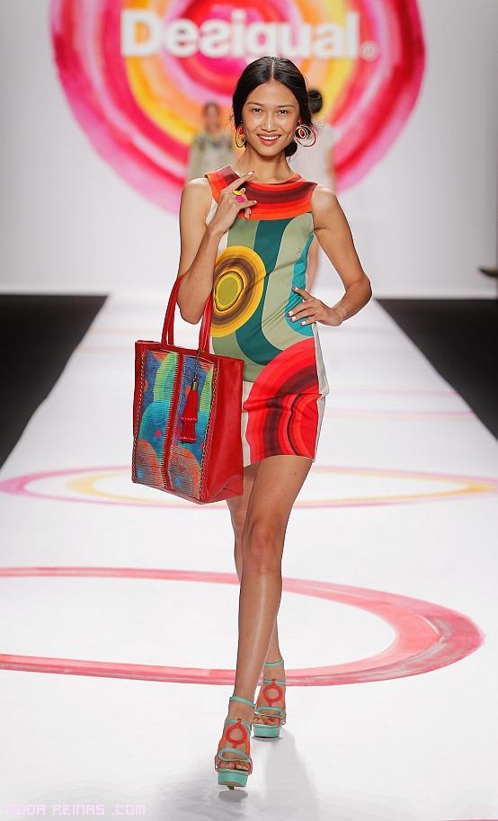 vestidos con estampados geométricos