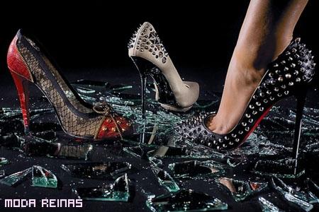 Zapatos-de-Christian-Louboutin-para-chica-ruda