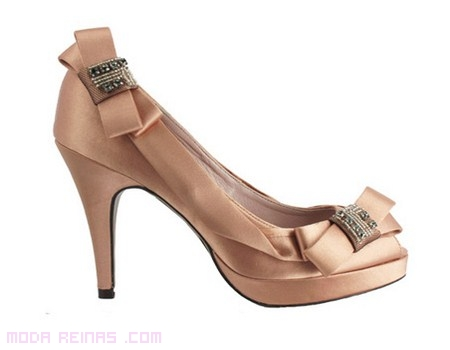 Zapatos elegantes en color nude