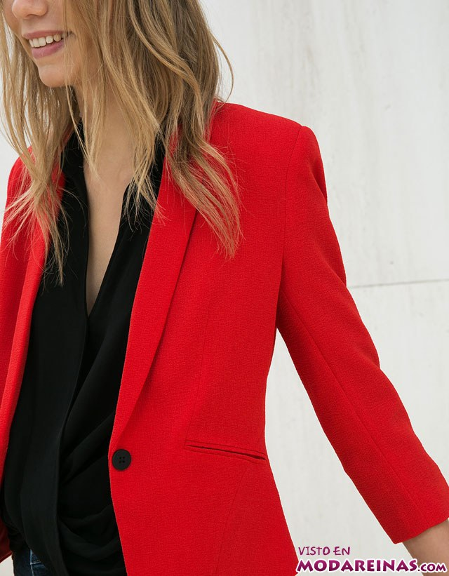 blazer en color rojo de bershka