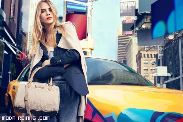 blazer y bolsos de asas cortas DKNY