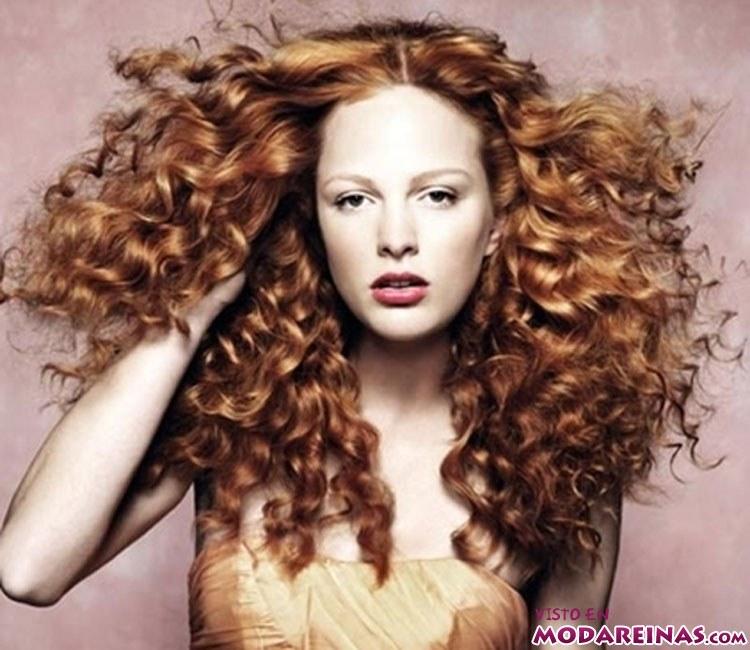 cabello rizado pelirrojo