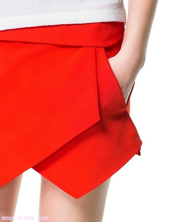 pantalones de moda en color rojo