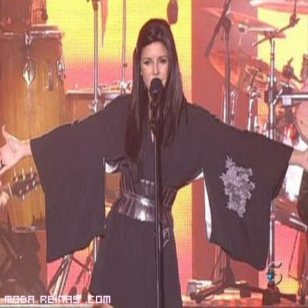 cantantes con kimonos