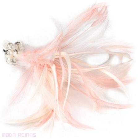 accesorio con plumas para pelo