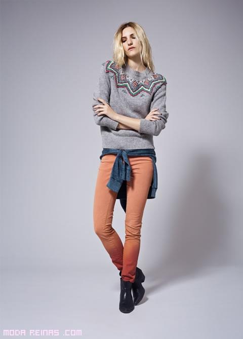 jeans ajustados con botines de tacón