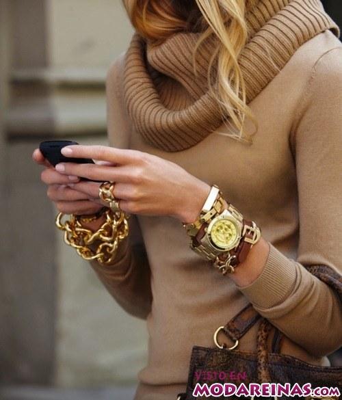 maneras de combinar el reloj dorado