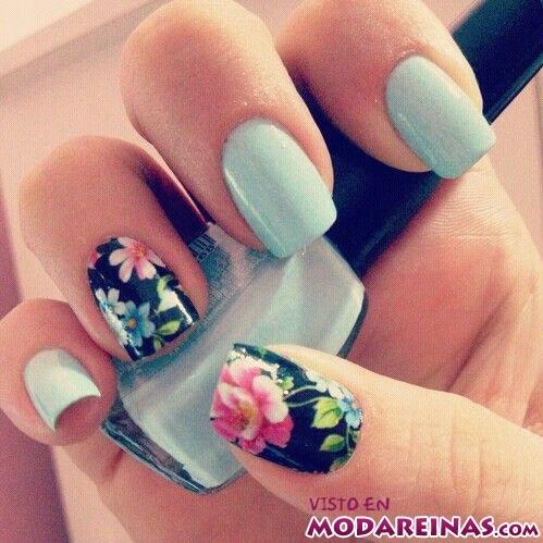 manicura con flores en colores