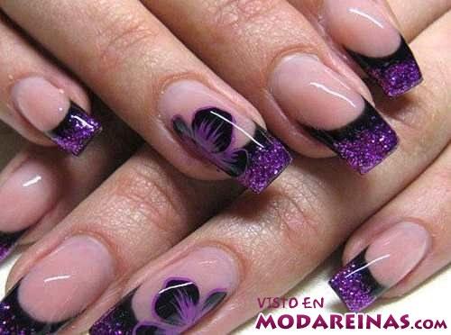 manicura elegante en colores oscuros