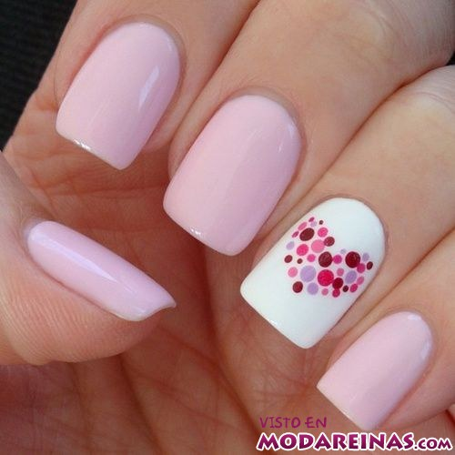 manicura en color rosa