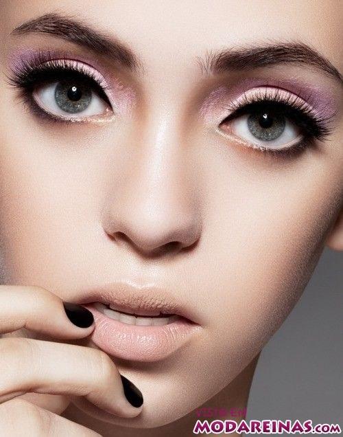 maquillaje natural con sombras moradas