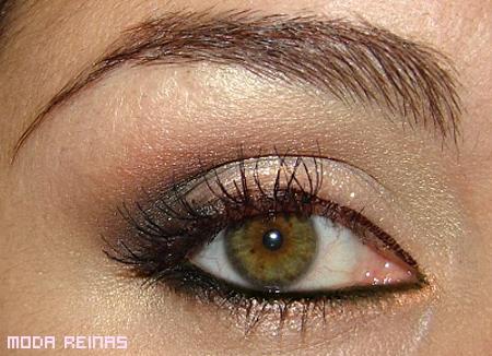 maquillaje-para-ojos-dorado-facil-de-hacer