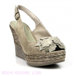 zapatos con flor delantera
