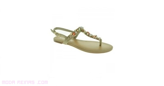 sandalias marrones con piedras taupe