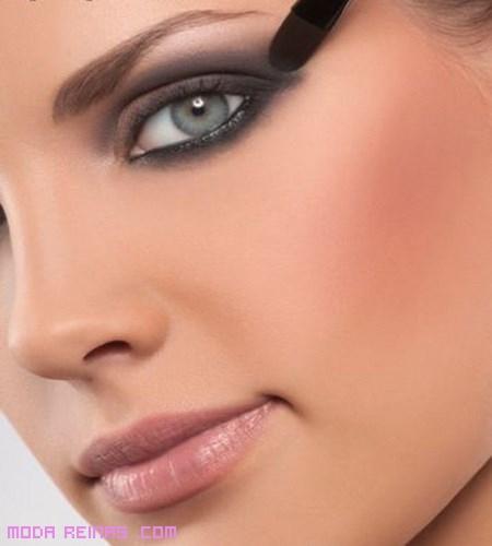 Cómo aplicar las sombras en rostros alargados
