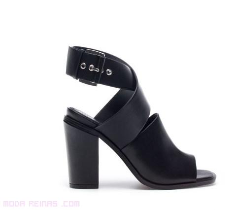 sandalias de moda en color negro