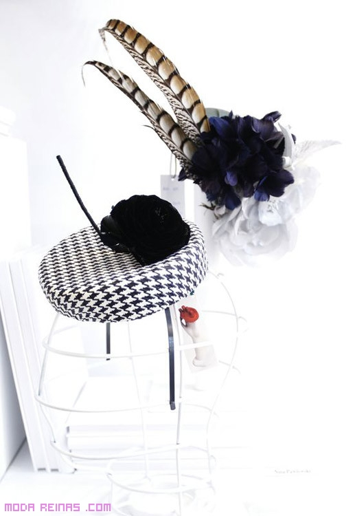 sombreros con plumas
