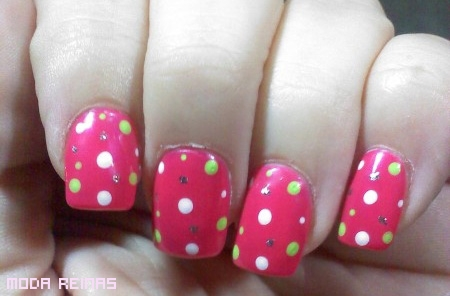 unas-estilo-polka-dot
