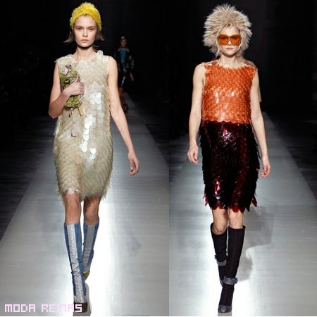 vestidos escamas de Prada