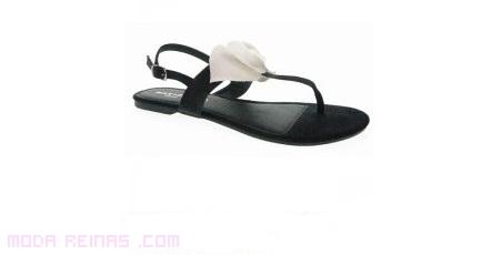 sandalia sin tacón en color negro